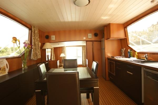 chantier naval america gallerie escapade 50 fly. Black Bedroom Furniture Sets. Home Design Ideas